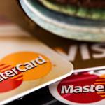 Karta zbliżeniowa czy tylko na PIN? Bezpieczeństwo kart płatniczych